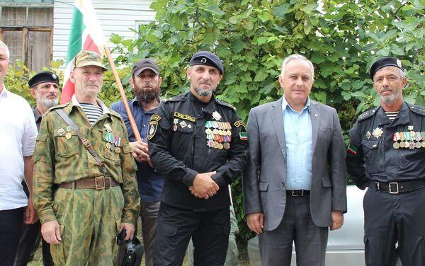 Группа добровольцев из Северного Кавказа.  - Sputnik Абхазия