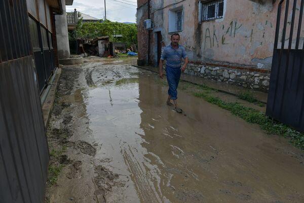 Многие дома столицы оказались затоплены.  - Sputnik Абхазия