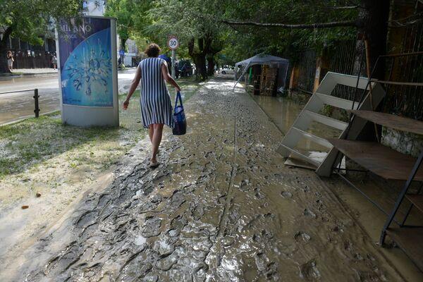Кто-то  вместо моря сегодня примет грязевые ванны. - Sputnik Абхазия