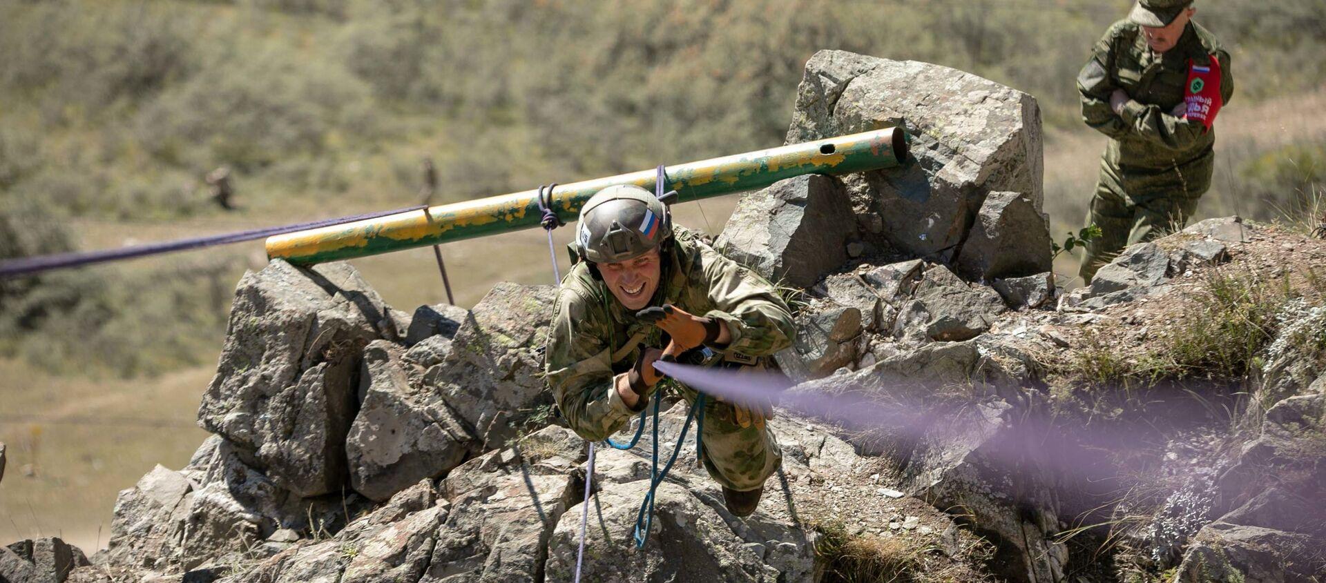 Военнослужащие Китая и Абхазии опробовали горную полосу препятствий и стрельбище в рамках подготовки к «Эльбрусскому кольцу-2021» - Sputnik Абхазия, 1920, 17.08.2021