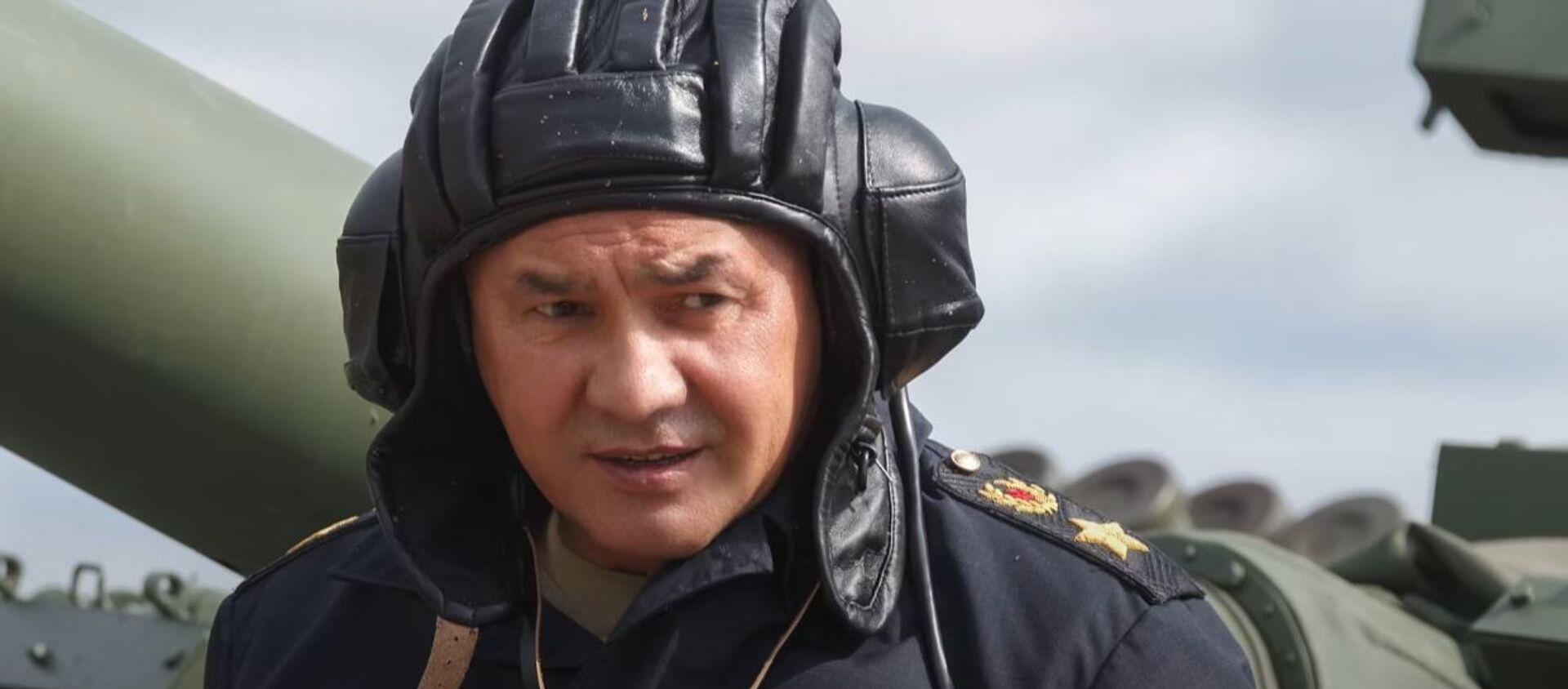 Сергей Шойгу лично опробовал трассу конкурса «Танковый биатлон» - Sputnik Абхазия, 1920, 19.08.2021