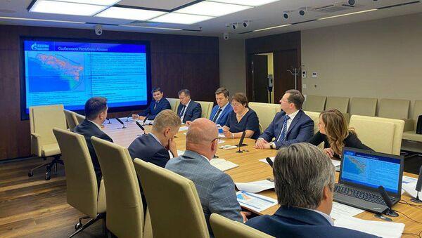 Министр экономики Кристина Озган встретилась с руководством ПАО Газпром и АО Газпром промгаз. - Sputnik Аҧсны
