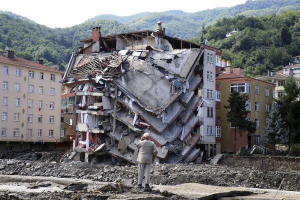 Разрушенное в результате наводнений здание в городе Бозкурт провинции Кастамону, Турция. - Sputnik Абхазия