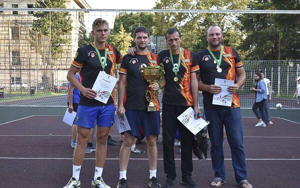 В городе Сухум прошел ежегодный открытый Республиканский турнир по волейболу среди мужских команд - Sputnik Абхазия