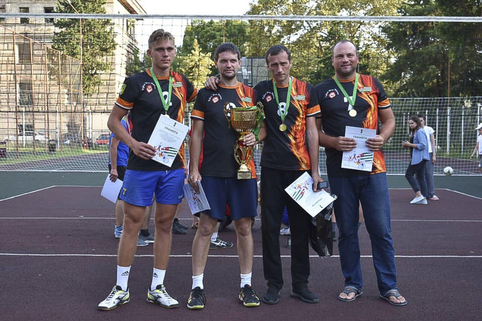 В городе Сухум прошел ежегодный открытый Республиканский турнир по волейболу среди мужских команд - Sputnik Аҧсны, 1920, 12.10.2021