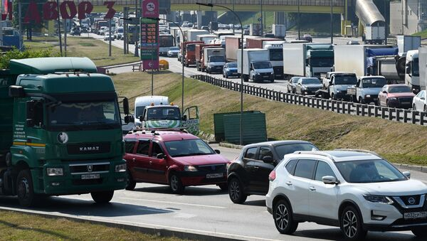 Новые правила передвижения грузовиков тяжелее 3.5 т по МКАД и ЦКАД вступят не раньше июля  - Sputnik Аҧсны