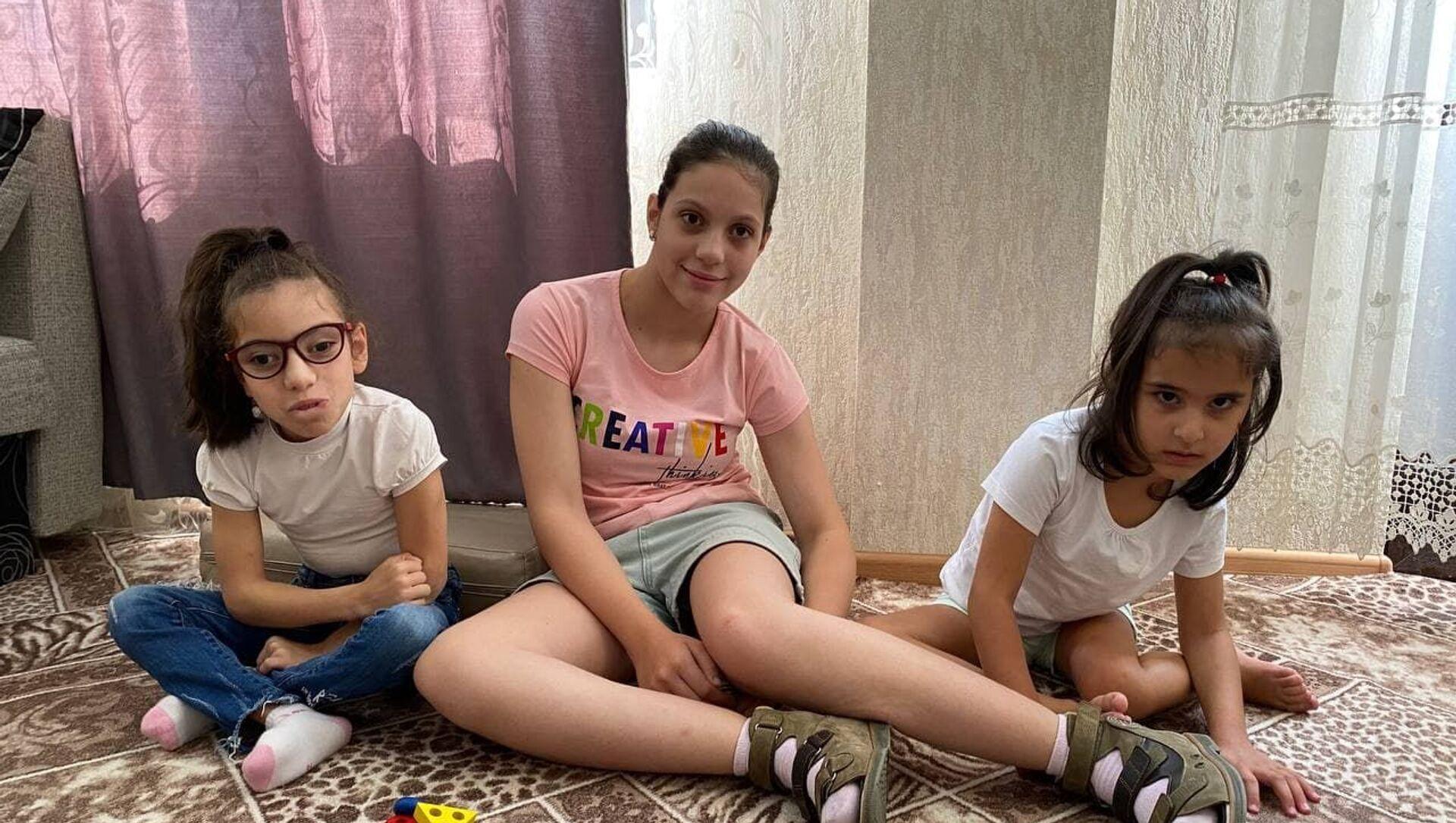 Девочки с диагнозом ДЦП  - Sputnik Аҧсны, 1920, 23.08.2021