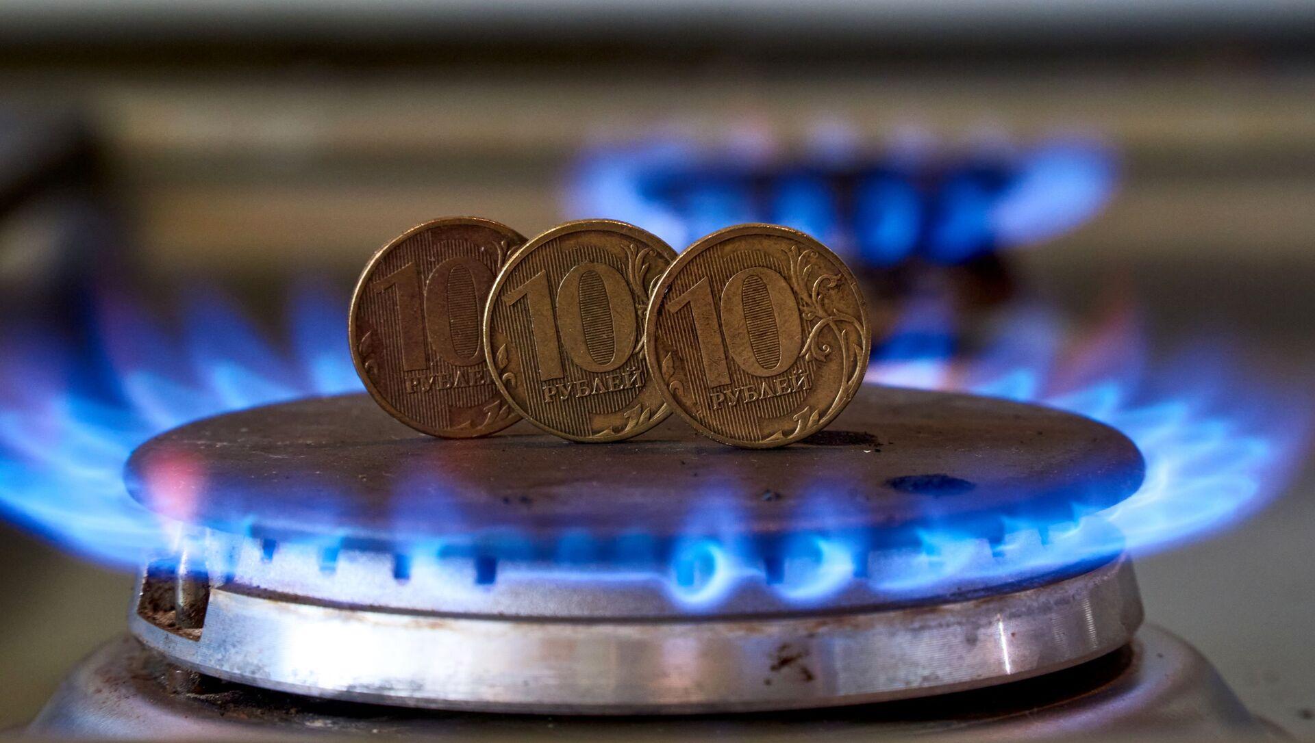 Монеты номиналам десять рублем на газовой плите.  - Sputnik Абхазия, 1920, 23.08.2021