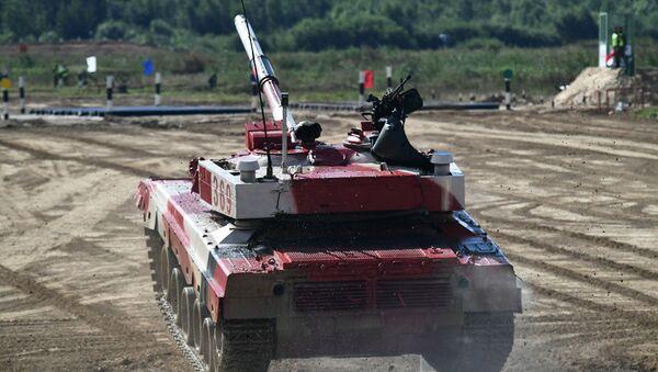Танк Т-72Б3 команды военнослужащих Китая во время соревнований танковых экипажей в рамках конкурса Танковый биатлон-2021  - Sputnik Абхазия