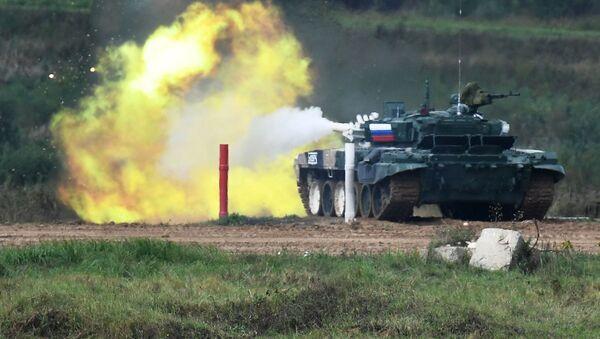 Танк Т-72Б3 команды военнослужащих России во время соревнований танковых экипажей в рамках конкурса Танковый биатлон-2021  - Sputnik Аҧсны