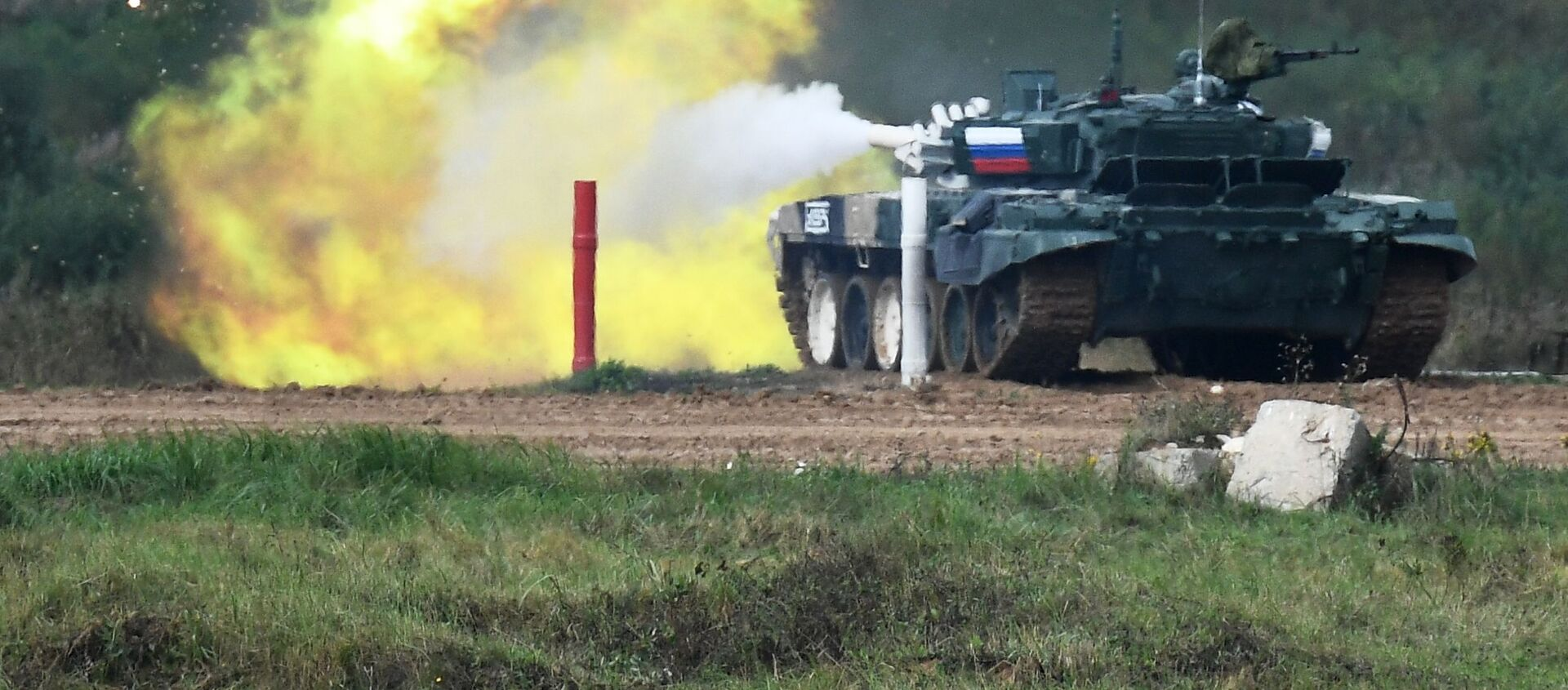 Танк Т-72Б3 команды военнослужащих России во время соревнований танковых экипажей в рамках конкурса Танковый биатлон-2021  - Sputnik Аҧсны, 1920, 25.08.2021