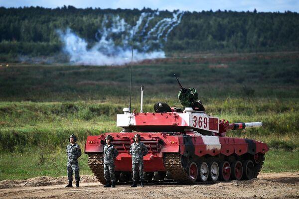 Танковый экипаж военнослужащих Китая во время соревнований танковых экипажей в рамках конкурса Танковый биатлон-2021 на полигоне Алабино в Подмосковье в рамках VII Армейских международных игр АрМИ-2021. - Sputnik Абхазия