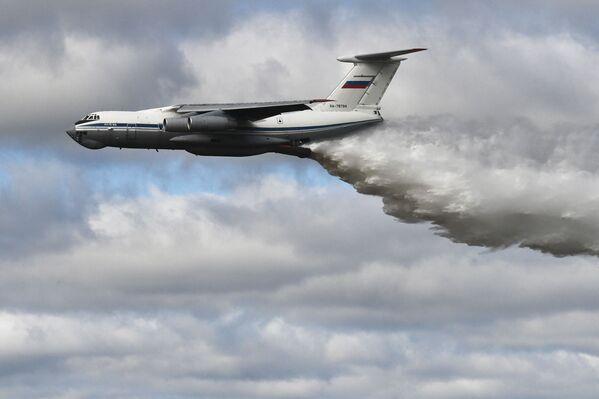 Демонстрационный полёт самолёта Ил-76МД во время конкурса Танковый биатлон-2021 на полигоне Алабино в Подмосковье в рамках VII Армейских международных игр АрМИ-2021. - Sputnik Абхазия