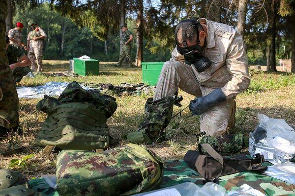 Участники конкурса «Страж порядка» АрМИ-2021 в Сербии получили оружие и экипировку, необходимые для прохождения испытаний. - Sputnik Абхазия
