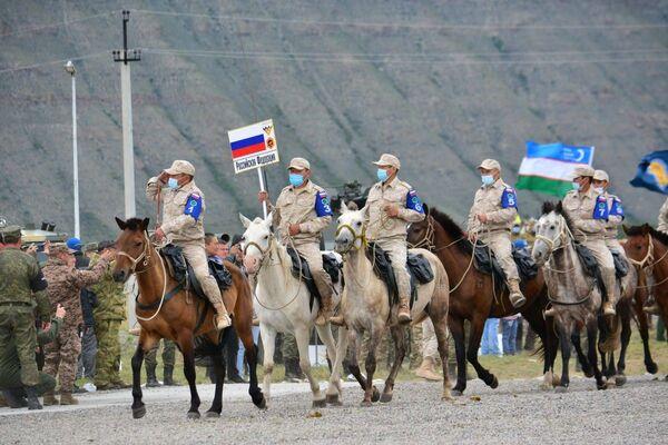 Два международных конкурса «Военное ралли» и «Конный марафон» стартовали в Кызыле в рамках Армейских международных игр-2021.  - Sputnik Абхазия