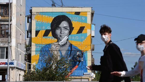 Граффити в честь медиков в Екатеринбурге - Sputnik Абхазия