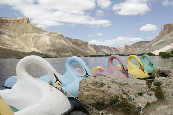Водные велосипеды на якоре у озера в Банд-э-Амире, в провинции Бамиан в центральном Афганистане. - Sputnik Абхазия
