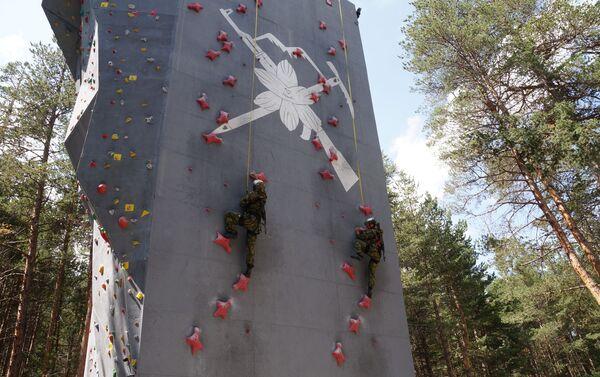 Высокогорные подразделения соревновались в индивидуальном лазании на «Эльбрусском кольце» в Кабардино-Балкарии - Sputnik Аҧсны