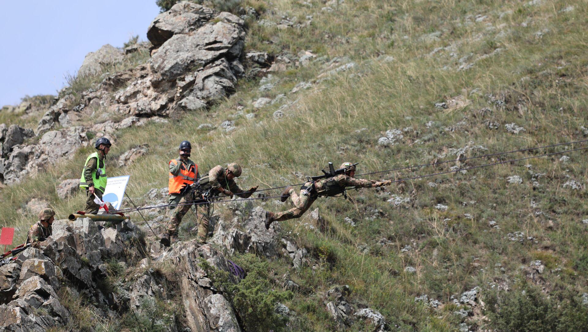 Участники «Эльбрусского кольца» преодолели горную полосу препятствий - Sputnik Абхазия, 1920, 27.08.2021