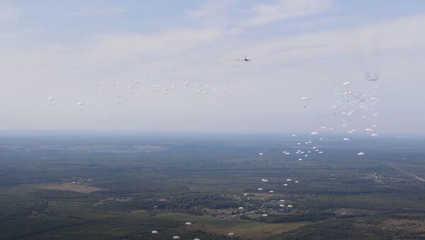 Десантирование парашютным способом аэромобильного госпиталя - Sputnik Абхазия