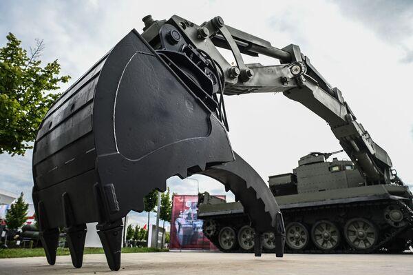 Универсальная бронированная инженерная машина (УБИМ) на выставке вооружений международного военно-технического форума Армия-2021 в военно-патриотическом парке Патриот в подмосковной Кубинке. - Sputnik Абхазия