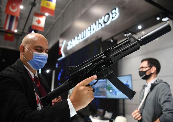 Пистолет-пулемет ППК-20 концерна Калашников, представленный в выставочной экспозиции на Международном форуме АРМИЯ-2021 в Конгрессно-выставочном центре Патриот. - Sputnik Абхазия