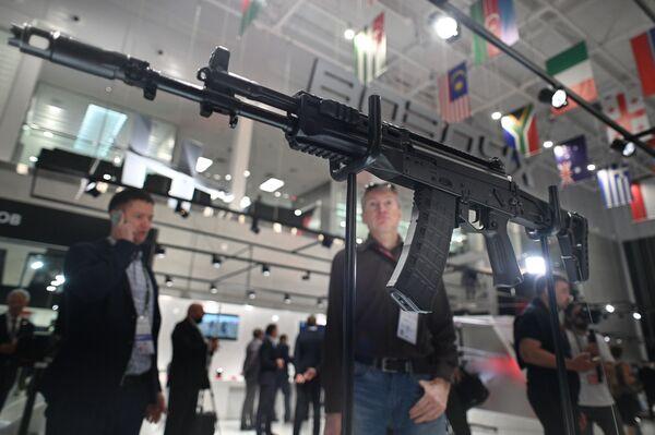 Автомат концерна Калашников АК-12 на выставке вооружений международного военно-технического форума Армия-2021 в военно-патриотическом парке Патриот в подмосковной Кубинке. - Sputnik Абхазия