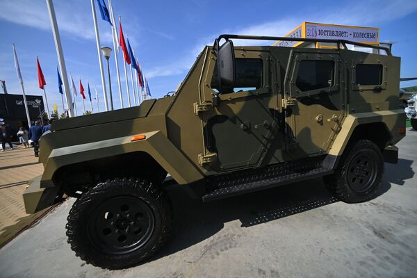 Легкий бронированный автомобиль Стрела, представленный на открытой экспозиционной площадке Конгрессно-выставочного центра Патриот в рамках международного военно-технического форума Армия-2021. - Sputnik Абхазия