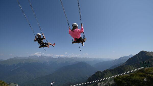 Отдыхающие на горнолыжном курорте Роза Хутор в Красной Поляне - Sputnik Абхазия