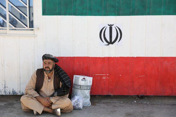 Часть беженцев собралась на ирано-афганской границе между Афганистаном и юго-восточной иранской провинцией Систан и Белуджистан. - Sputnik Абхазия