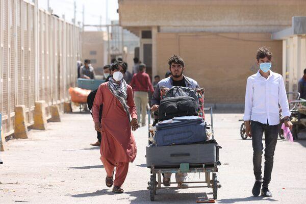 Люди направляются в провинцию Нимроз на границе с Пакистаном и Ираном, а также в район Спин-Болдак провинции Кандагар на афгано-пакистанской границе. - Sputnik Абхазия