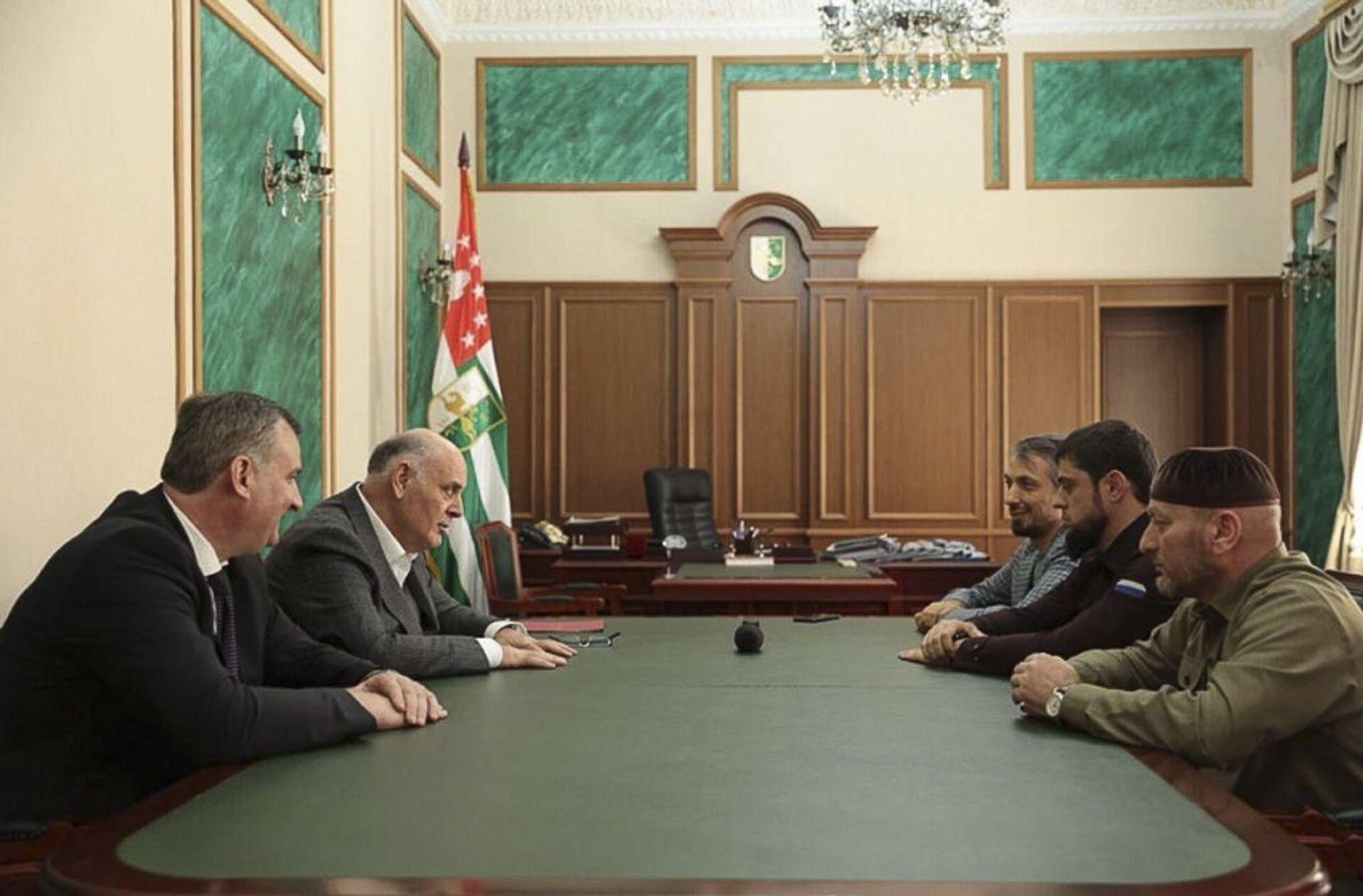 В Абхазию прибыла делегация из Чеченской Республике - Sputnik Аҧсны, 1920, 12.10.2021