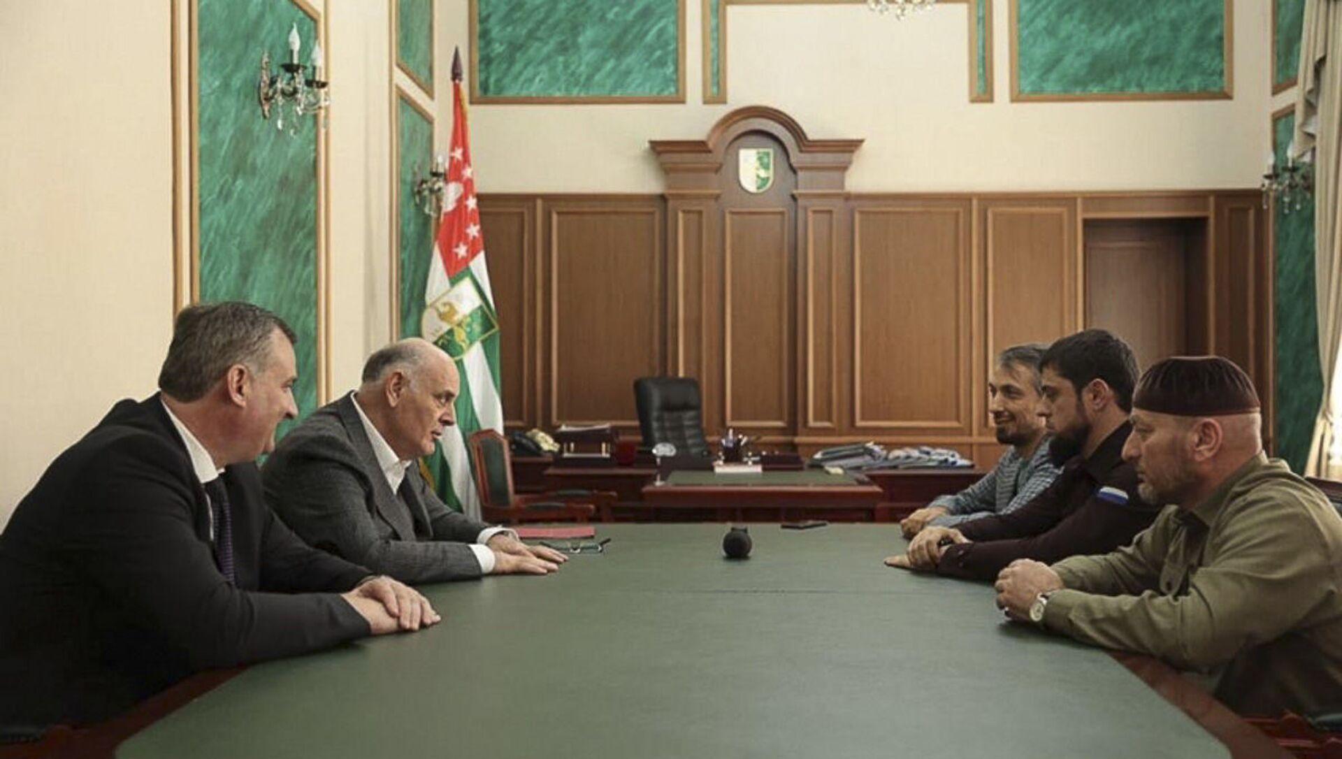 В Абхазию прибыла делегация из Чеченской Республике - Sputnik Абхазия, 1920, 30.08.2021