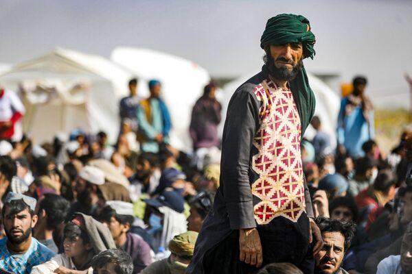 После захвата власти в Афганистане талибами, многие афганцы стали покидать страну. - Sputnik Абхазия