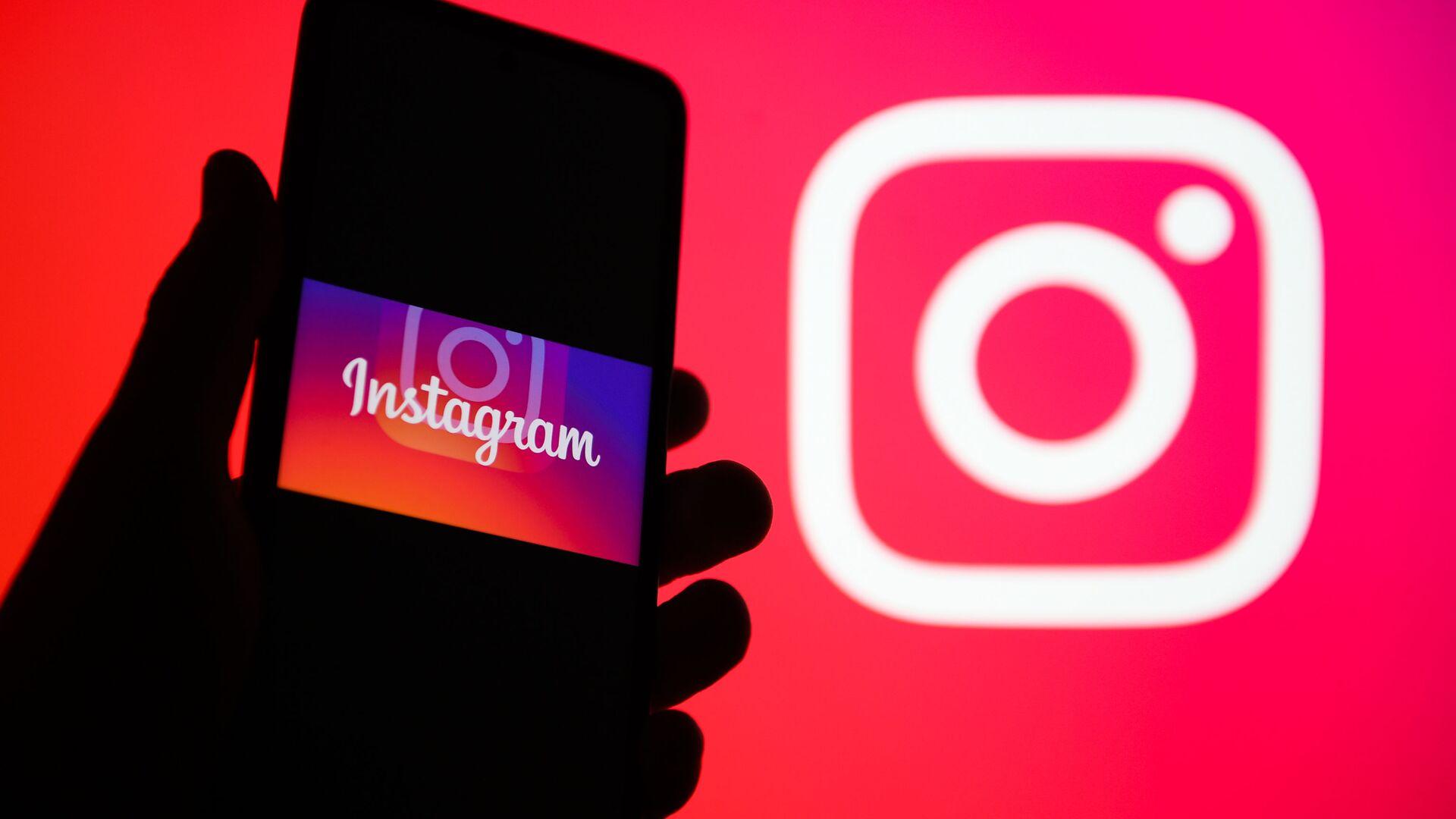 Приложение для обмена фотографиями и видеозаписями с элементами социальной сети Instagram в телефоне. - Sputnik Абхазия, 1920, 12.10.2021