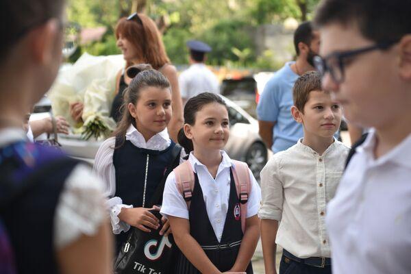 Но стремление к новым знаниям и встреча с друзьями после долгих каникул важнее. - Sputnik Абхазия