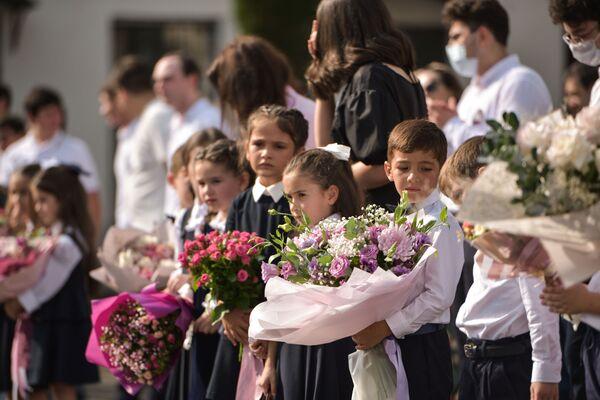 Каждый год перед Днем знаний мамы первоклассников соревнуются за звание лучшего букета в классе. - Sputnik Абхазия