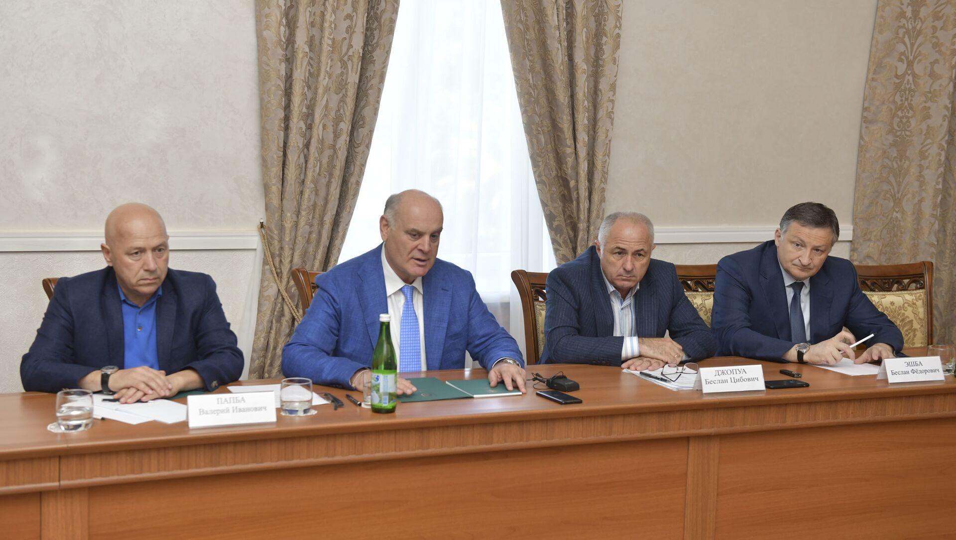 Встреча президента Бжания с представителями архангельской области - Sputnik Абхазия, 1920, 03.09.2021