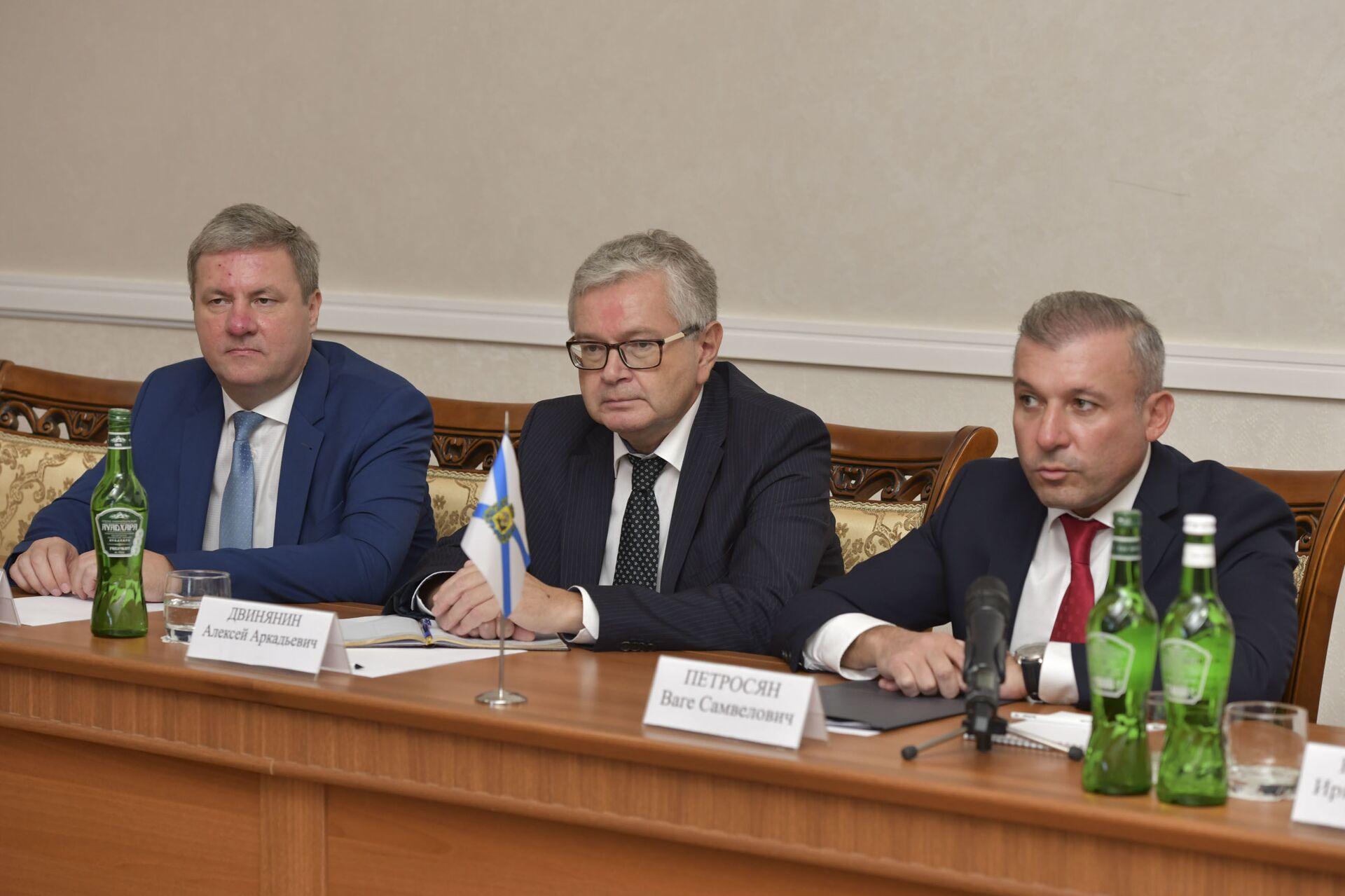 Встреча президента Бжания с представителями архангельской области - Sputnik Абхазия, 1920, 12.10.2021