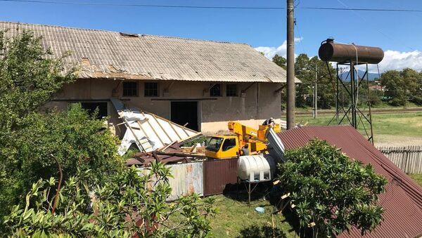 Ветер сорвал крыши с частных домов в Гудауте   - Sputnik Аҧсны