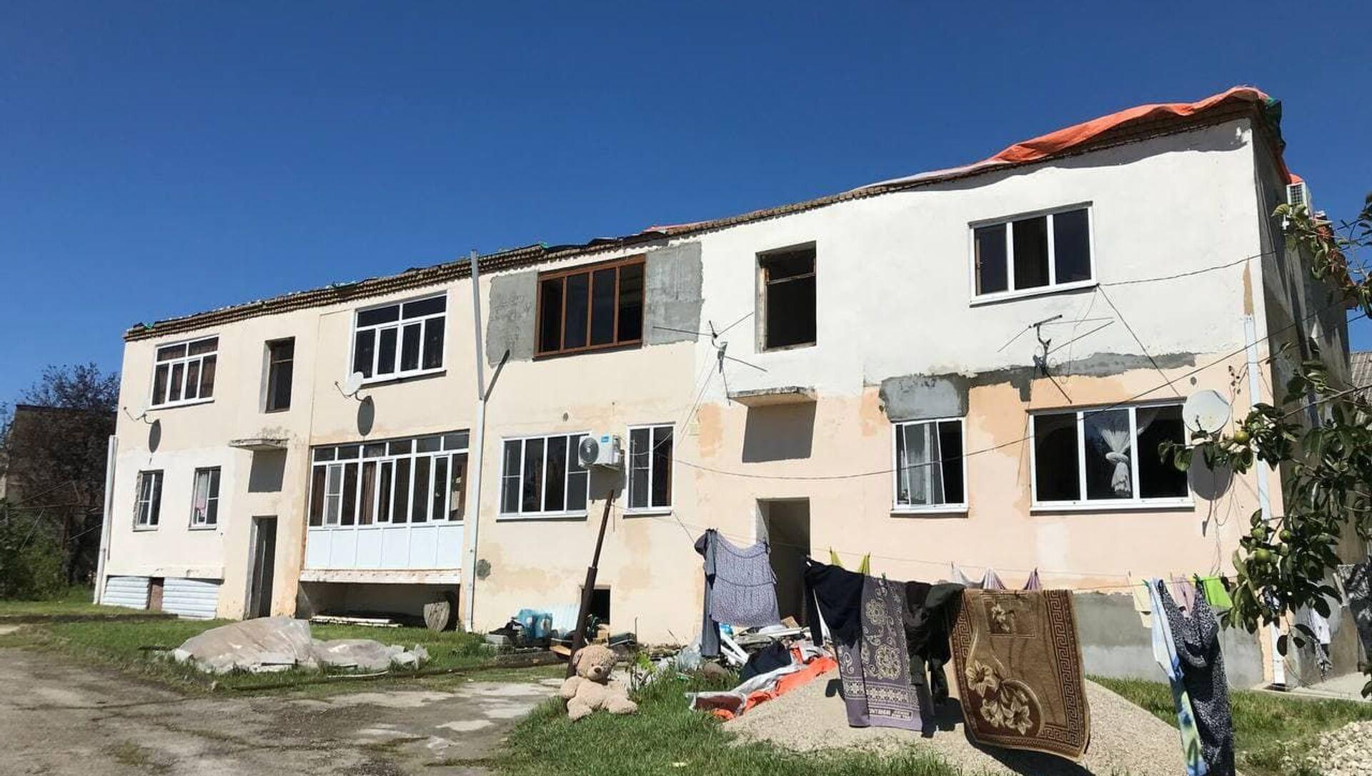 Ветер сорвал крыши с частных домов в Гудауте   - Sputnik Абхазия, 1920, 03.09.2021