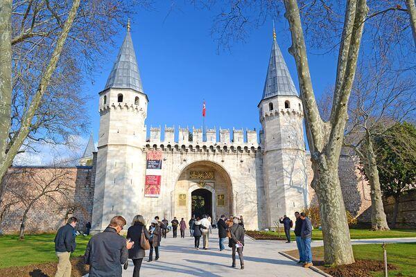 Врата приветствия дворца Топкапы в Стамбуле. - Sputnik Абхазия