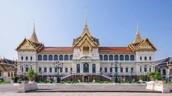 Зднаие Пхра Тинанг Чакри Маха Прасат в Большом дворце, Бангкок. - Sputnik Абхазия