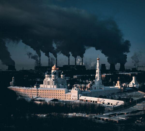 Снимок Metaphorical Statement About City and Winter фотографа Sergei Poletaev, занявший 1-е место в категории Urban конкурса Drone Awards 2021 - Sputnik Абхазия