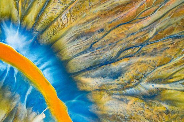 Снимок Poisoned River фотографа Gheorghe Popa, занявший 1 место в категории Abstract в конкурсе Drone Awards 2021 - Sputnik Абхазия