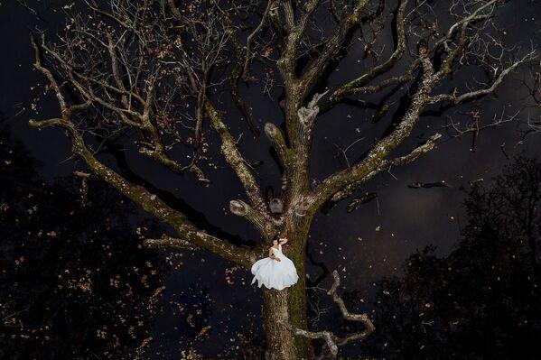 Снимок Natural bride фотографа Krzysztof Krawczyk, высоко оцененный в категории Wedding в конкурсе Drone Awards 2021 - Sputnik Абхазия