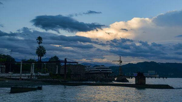Облака в пасмурную погоду   - Sputnik Абхазия