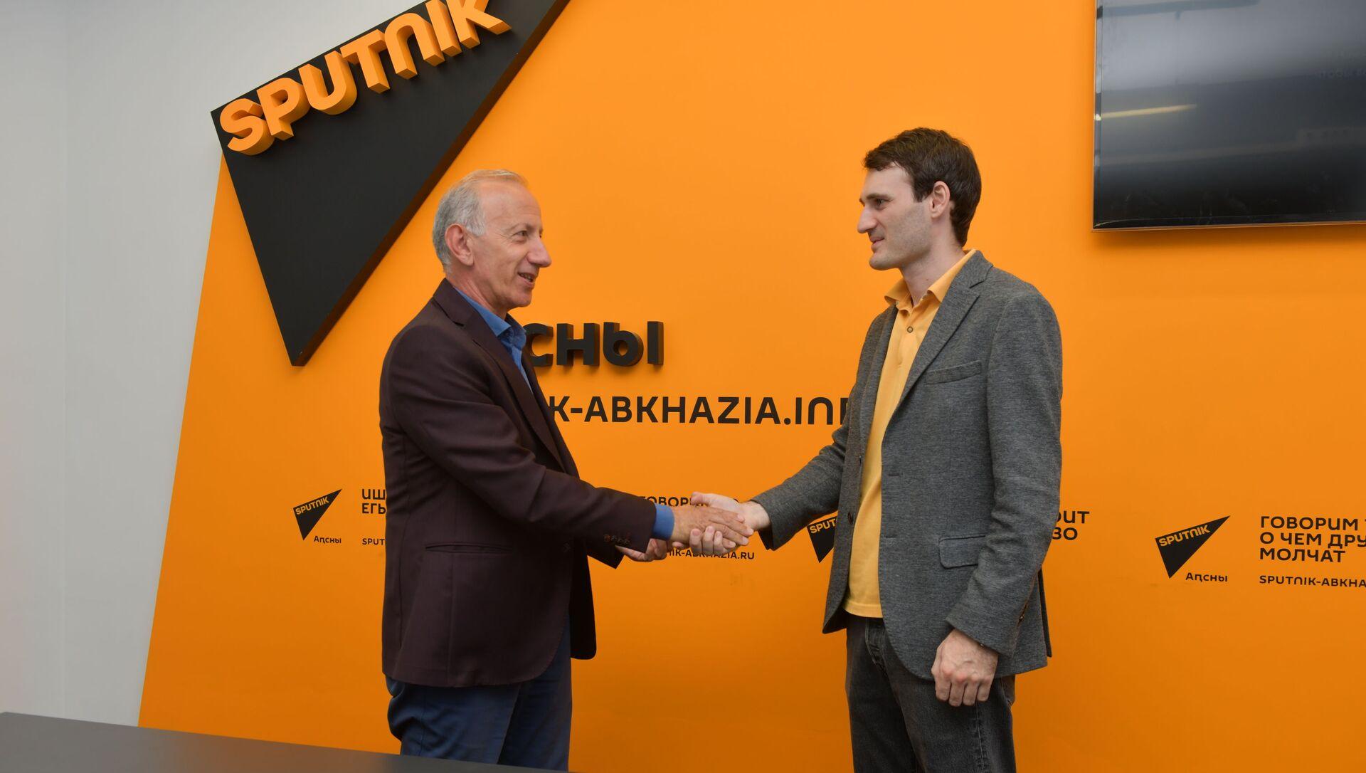 Сотрудники Sputnik стали членами Союза журналистов Абхазии  - Sputnik Аҧсны, 1920, 09.09.2021