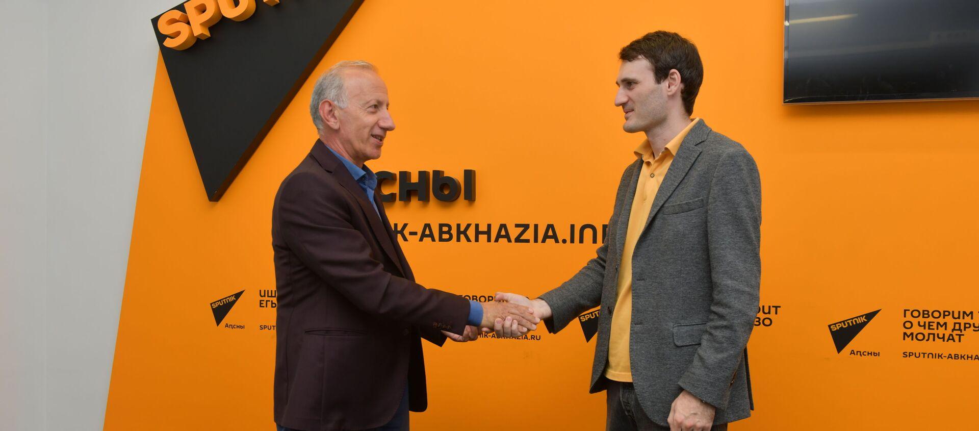 Сотрудники Sputnik стали членами Союза журналистов Абхазии  - Sputnik Абхазия, 1920, 09.09.2021