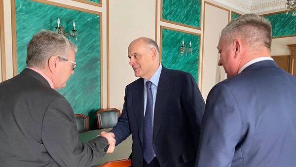 Встреча Аслана Бжания с заместителем правительства Забайкальского края - Sputnik Аҧсны